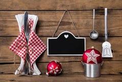 Menu karta w czerwonym bielu sprawdzać barwi z cutlery dla christm Obraz Royalty Free