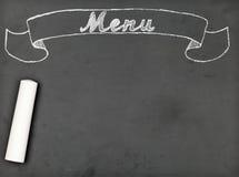 'Menu' krijt die op bord met exemplaarruimte schrijven Stock Afbeeldingen