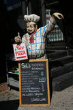 Menu na frente do restaurante em pouco Itália, Lower Manhattan Fotografia de Stock