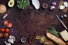 Menu rápido dos ingredientes, do hamburguer e do sanduíche do petisco Quadro do restaurante, espaço da cópia, vista superior, con foto de stock royalty free