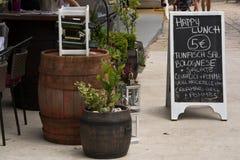 Menu tipico del ristorante sulla costa croata immagini stock libere da diritti
