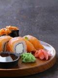 Meny av den blandade sushi med laxen - japansk kokkonst Royaltyfria Bilder