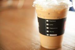 Menyn på iskaffekoppen shoppar in bakgrund Fotografering för Bildbyråer