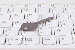 Menzogne chiave sulla tastiera di computer Immagine Stock Libera da Diritti