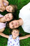 menzogne dell'erba della famiglia Fotografia Stock Libera da Diritti