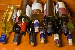 Menzogne delle bottiglie di vino Fotografie Stock Libere da Diritti