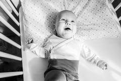 Menzogne sveglia del neonato, felice Immagini Stock Libere da Diritti