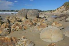 Meoraki冰砾/海岸线/风景的风景石头 免版税库存图片
