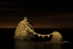 Meoto AIB ou aimé un-et-aimé une roche Photographie stock libre de droits