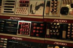 Meppen, Германия, 14-ое августа 2017: Продукты Shiseido роскошные косметические Стоковые Изображения