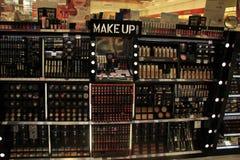 Meppen, Германия, 14-ое августа 2017: различные роскошные косметические продукты Стоковые Фото