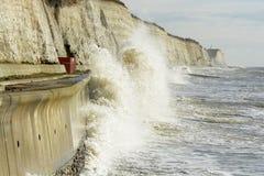 Mer agitée à Brighton. Angleterre photographie stock libre de droits