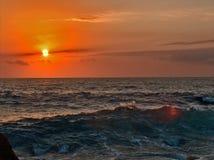 Mer agitée au coucher du soleil Photo libre de droits