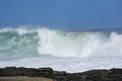Mer agitée et hautes vagues, parc national de Tsitsikamma, Afrique du Sud photo libre de droits
