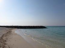 Mer au coucher du soleil avec le récif Images libres de droits