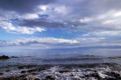 Mer avec des vagues photo stock