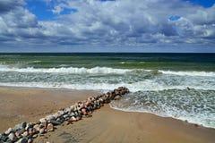 Mer baltique et brise-lames Images libres de droits