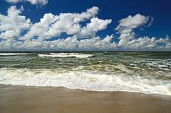 Mer baltique et cumulus Photo libre de droits