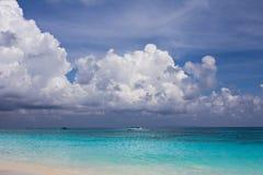 Mer bleue à l'île de Tachai, Thaïlande Images stock