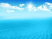 Mer bleue avec des ondes Photo libre de droits