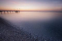 Mer bleue, ciel rose Photographie stock
