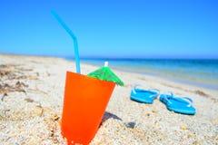 Mer bleue et orangeade photographie stock