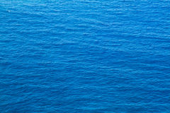 Mer bleue profonde Photographie stock libre de droits