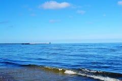 Mer calme bleue d'horizon Images libres de droits