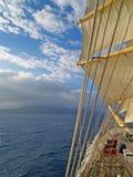 Mer, ciel et voiles Images stock