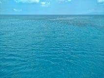 Mer clair comme de l'eau de roche dans Akamas, Chypre Photo libre de droits