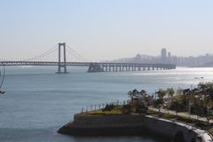 Mer croisée Bridgewater de bâtiment province à Dalian, Liaoning, Chine image libre de droits
