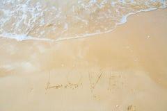 Mer d'amour écrite sur la plage Images libres de droits