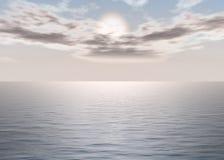 Mer d'aube - coucher du soleil au-dessus de l'horizon Photos stock