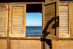 Mer dans la fenêtre Image libre de droits