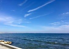 mer dans le jour ensoleillé image libre de droits