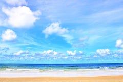 Mer dans les vacances, fond de tache floue Image stock
