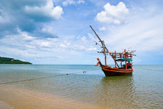 Mer de bateau de pêche images stock
