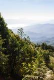 Mer de brume avec Doi Luang Chiang Dao, barrage de Doi de forme de vue dans Wianghaeng Photographie stock