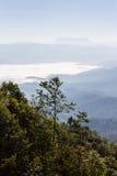 Mer de brume avec Doi Luang Chiang Dao, barrage de Doi de forme de vue dans Wianghaeng Photo libre de droits