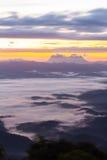 Mer de brume avec Doi Luang Chiang Dao, barrage de Doi de forme de vue dans Wianghaeng Image libre de droits