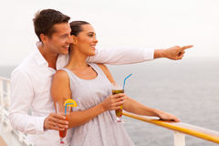 Mer de cocktails de couples photographie stock libre de droits