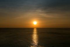 Mer de coucher du soleil Image libre de droits