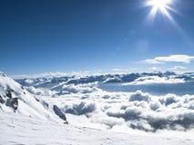 Mer de début de la matinée d'hiver Autrichien supérieur de montagne de nuages d'†« Image stock