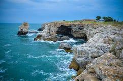 Mer de la Bulgarie de plage de falaises de Tyulenovo Photographie stock libre de droits