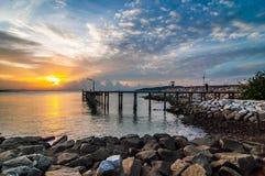 mer de lever de soleil au parc national de Khao Laem Ya, Rayong Image stock
