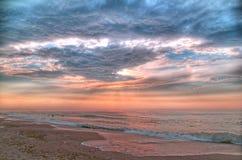 Mer de matin avant la tempête (traitement de HDR-Poteau) Photos libres de droits