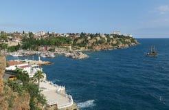Mer de Mediteranian et le port d'Oldtown à Antalya, Turquie Images libres de droits