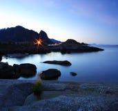 Mer de Norvège la nuit Photographie stock libre de droits