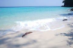 Mer de pierre de plage de sable en Thaïlande Image libre de droits