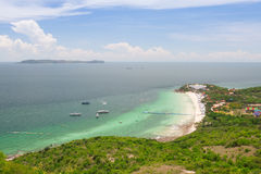 Mer de plage et d'émeraude Photos stock